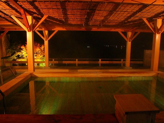 これぞ海を臨む露天風呂、宿毛リゾート椰子の湯のお風呂