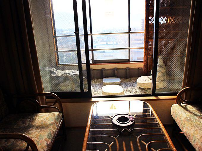 富士山や桜並木も見える「甲斐路」の客室