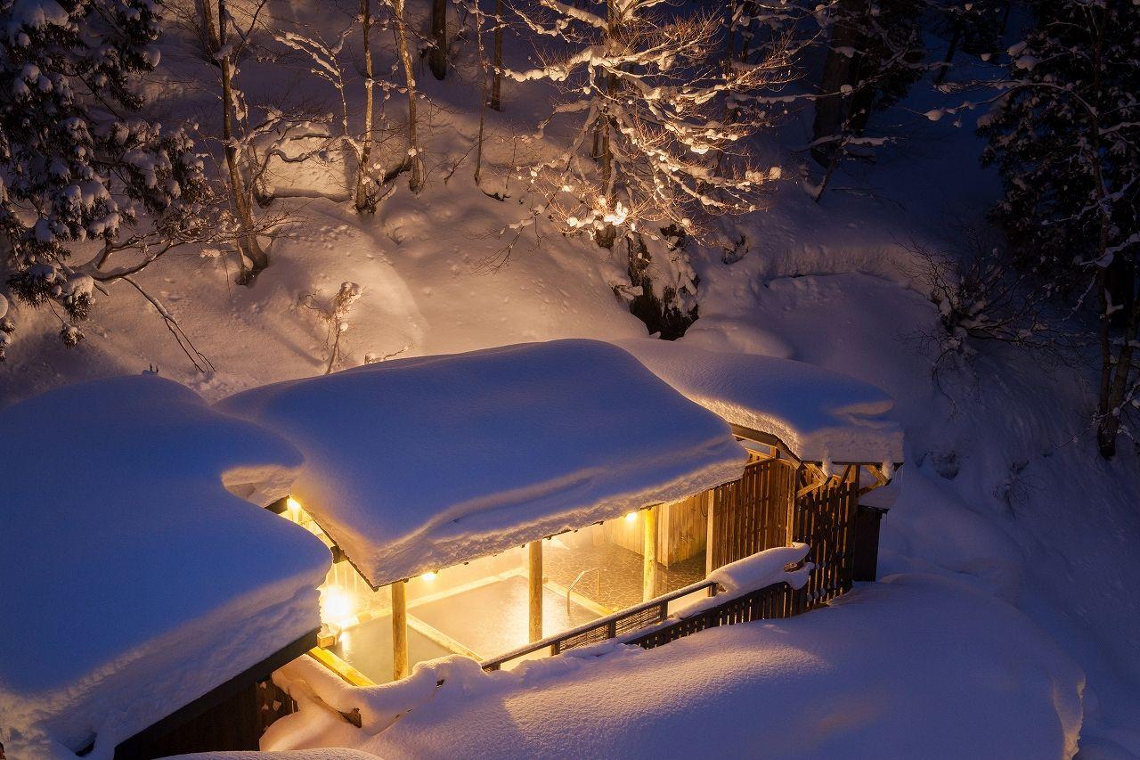 日本三大薬湯の一つ、松之山温泉で露天風呂もグルメも満喫