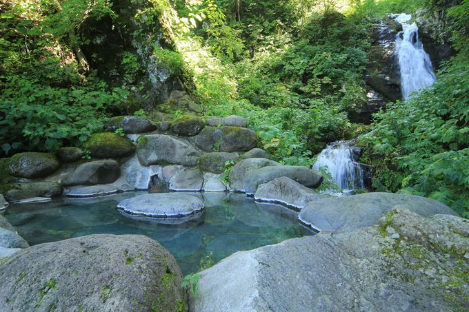 絶景あり、滝見あり、5つのワイルドな露天風呂