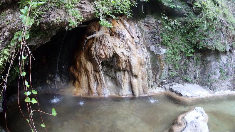 天然記念物の洞窟野天風呂と開放感抜群の野天風呂 蓮華の湯