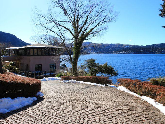 芦ノ湖畔に建つ山のホテル別館「サロン・ド・テ ロザージュ」