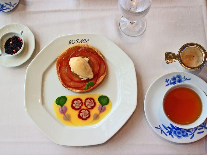 午前10時半:小田急 山のホテル別館「サロン・ド・テ ロザージュ」