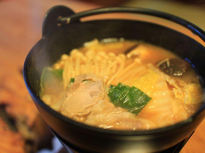 「銭がめ」で堪能するぼたん鍋と川魚料理
