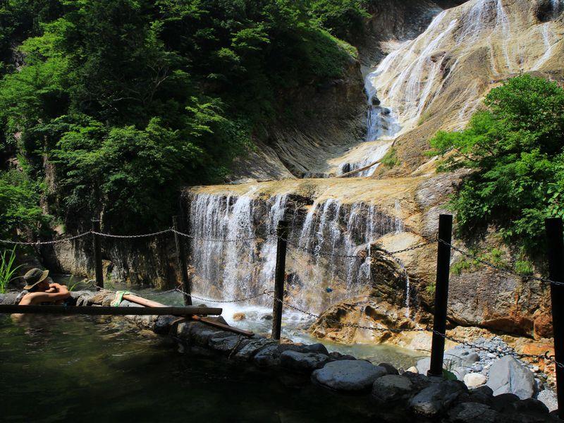 石川・白山麓のワイルド露天風呂3選—絶景も混浴もお任せ!
