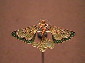 「箱根ラリック美術館」ジュエリーとガラスのめくるめく美の世界