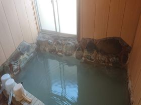 箱根で5千円台で泊まれる!?白濁の源泉掛け流し宿「福島館」