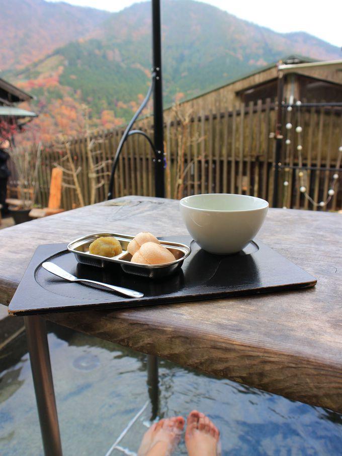 ナラヤカフェの足湯カフェで一休み