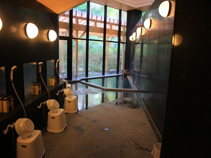 美山楓林の露天風呂は掛け流し、貸切風呂も