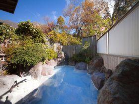 トロトロ美肌温泉は青くなる日も!由布院「お宿 野蒜山荘」