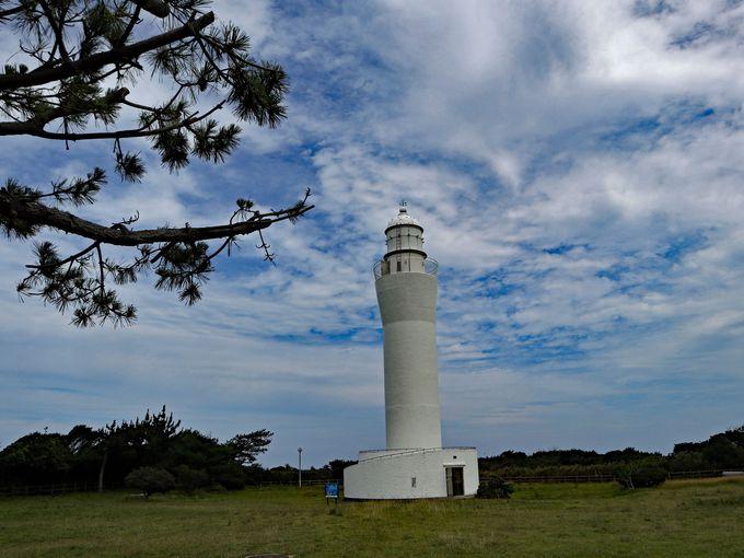 久慈浜から見えるのは白亜の日立灯台