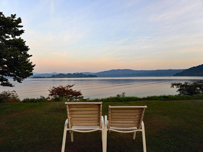 1日目夜〜2日目午前:神秘的な十和田湖の紅葉を楽しむ
