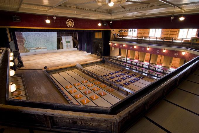 明治の芝居小屋が現役!小坂町の「康楽館」