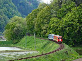 ガタンゴトン「秋田内陸線」の旅は秋田犬と里山ノスタルジー