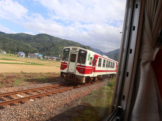 秋田内陸線のカラフル可愛い列車