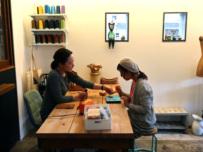 1日目お昼〜午後:湯郷の洒落たランチスポットと鹿革クラフト体験