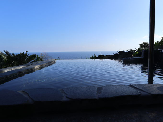 温泉の露天風呂は絶景インフィニティー