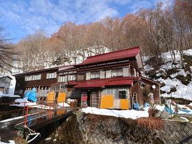 秋田「杣温泉旅館」で素朴な秘湯の趣と掛け流しの湯を楽しむ