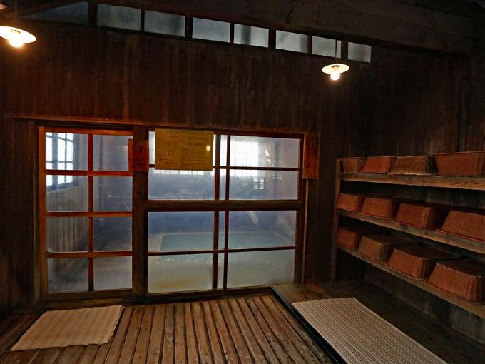 「乳頭温泉郷 鶴の湯温泉」の源泉は4本