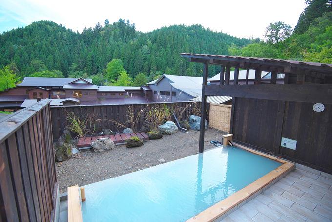 「日景温泉」のお風呂は昔からの浴室から新しい展望露天まで