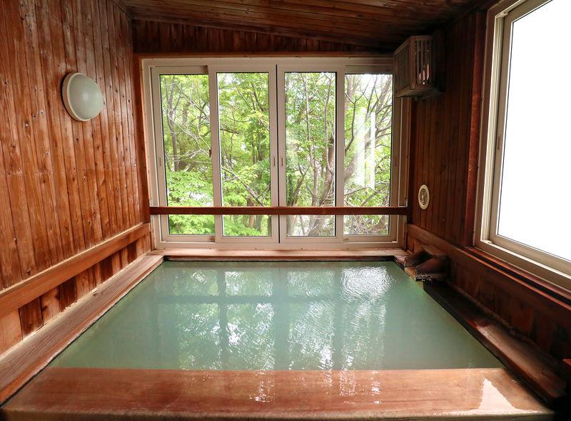 山形蔵王温泉「五感の湯つるや」4つの貸切風呂に極上濁り湯