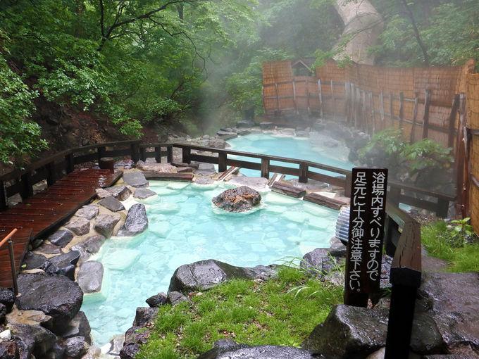 蔵王温泉大露天風呂の男湯は開放感