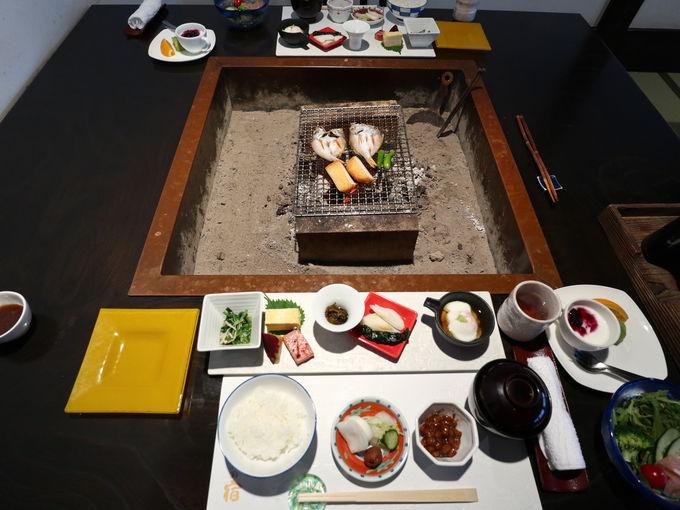 「やまゆりの宿」なら朝食も囲炉裏で