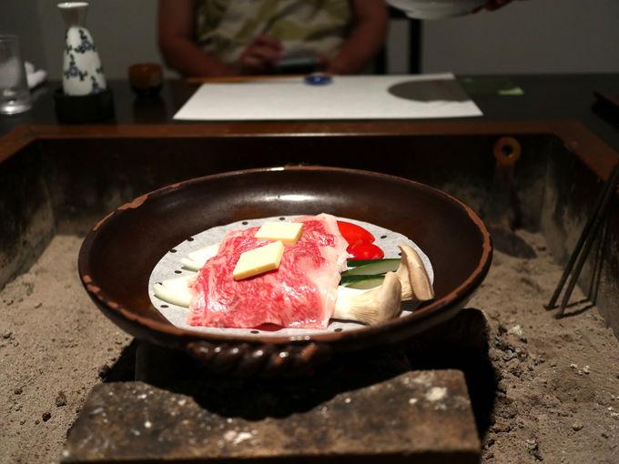 囲炉裏スタイルの食事が楽しめる「やまゆりの宿」