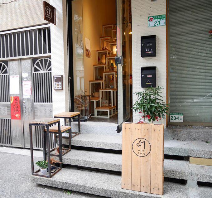 小さな台湾茶の店「琅茶 Wolf Tea」。トレードマークの狼がお出迎え!