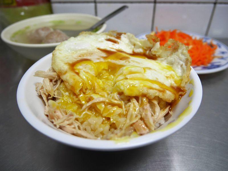 魯肉飯の次はコレ!食べずに帰れば後悔必至・台北「梁記嘉義鶏肉飯」