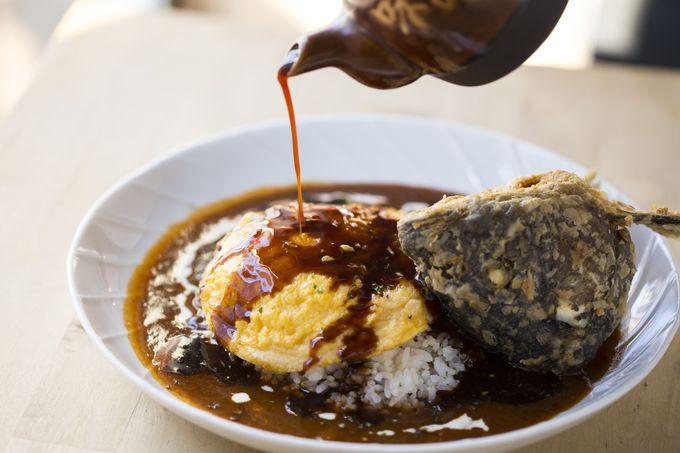 思わず二度見!斬新「プル卵チーズの鯉カレー」