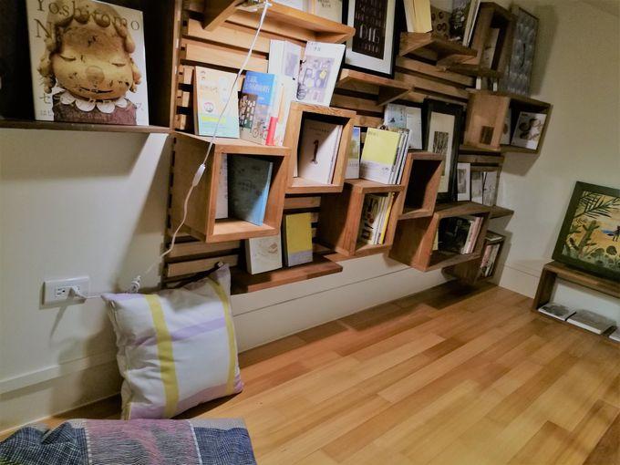 ロフトに読書スペースのある部屋