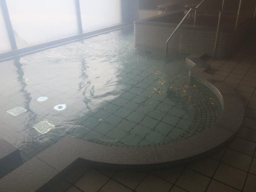 大浴槽や薬湯、寝湯などがある内湯