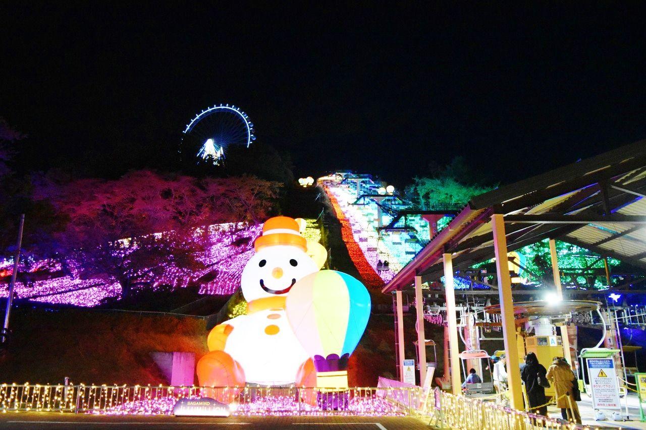 スノーマンに気球も!夢カワな「虹のリフト」
