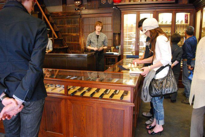 国内屈指の刃物専門店「まちかん」で憧れの和包丁を観賞。