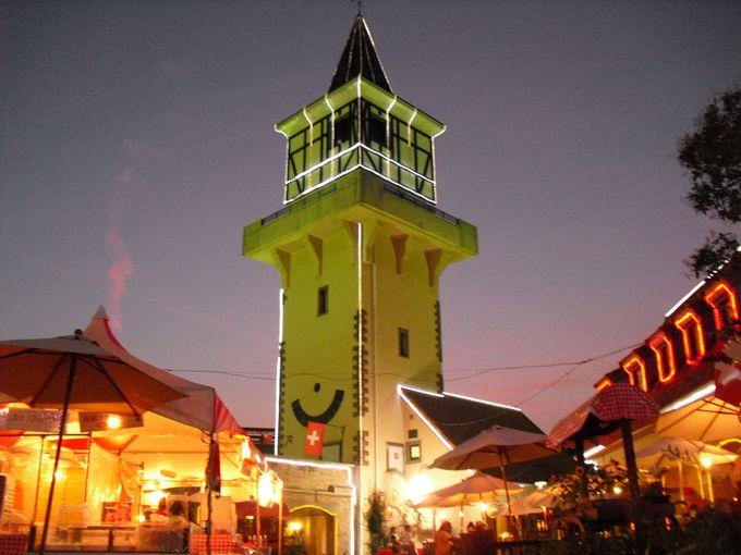 展望塔からは北杜市の夜景と星をたっぷり観賞