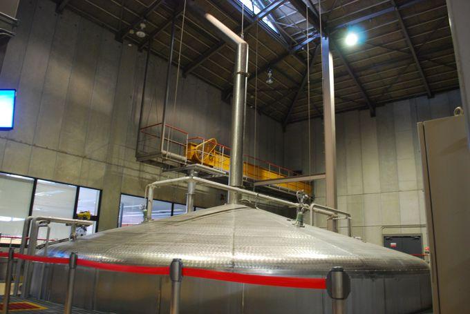 サントリーのウイスキーは、南アルプスの山で磨かれた美味しいお水から生まれる。
