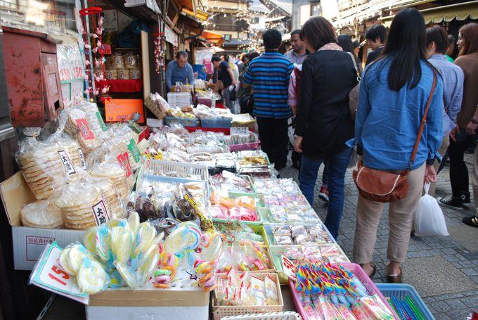 明治時代からの懐かしお菓子も販売「菓子屋横丁」