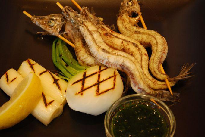 駿河湾と伊豆半島が一望できるテラスで深海魚料理を堪能。