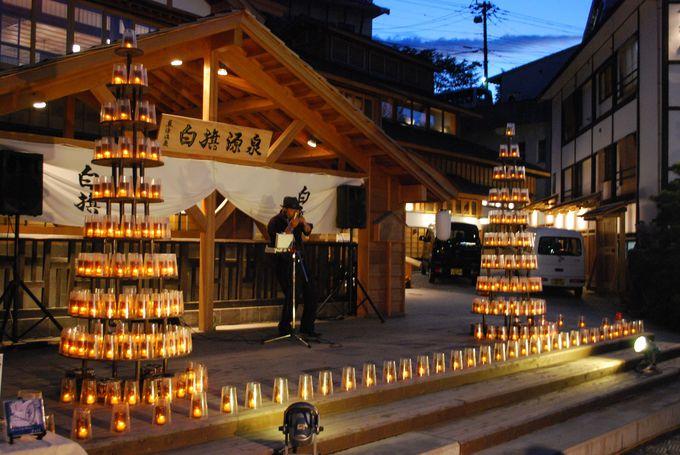 キャンドル点灯日は湯畑前で音楽イベントなども開催