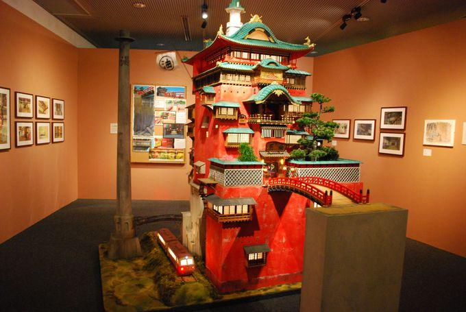 ジブリの立体建造物展ではジブリ作品に登場する建物のミニチュアが見られる