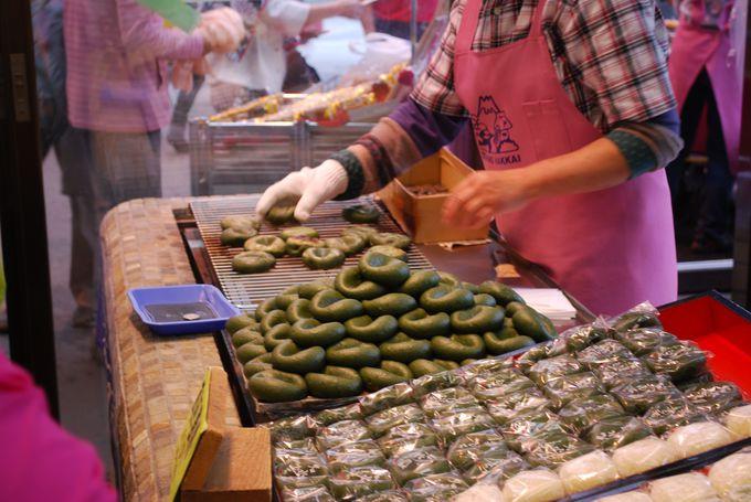 人気のスイーツ「名水餅」は焼き立て熱々で食べるべし!!