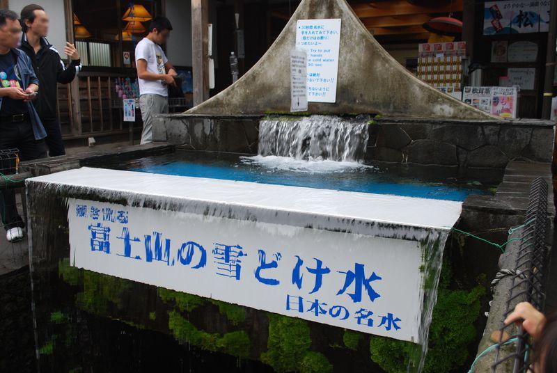 山梨県・名水百選『忍野八海』で富士の伏流水パワーとグルメを満喫!