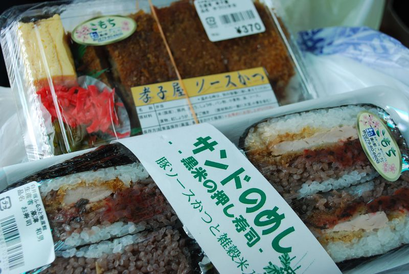 群馬・渋川「道の駅こもち」でこんにゃくの試食と手作りグルメを堪能