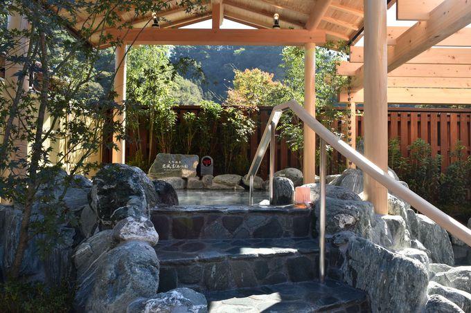 美肌に効く天然温泉がこんこんと湧き出る岩風呂