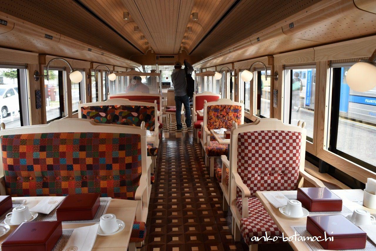 これが電車!?個性的な柄の座席や車内灯が可愛すぎる