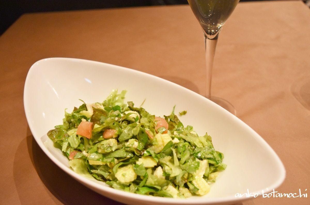 選べる具材が嬉しい「チョップドサラダ」はサラダのトレンド的メニュー!