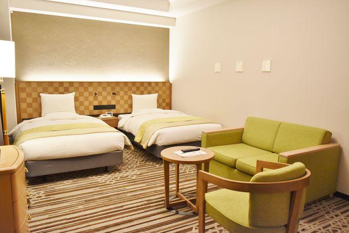 落ち着いたシックな色合いと広々した空間が贅沢なお部屋
