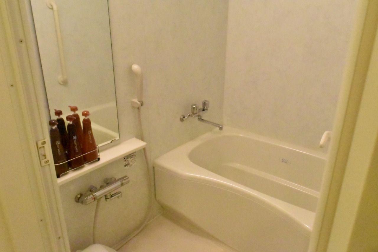 トイレ別の広々とした客室風呂が小さなお子様連れに好評!