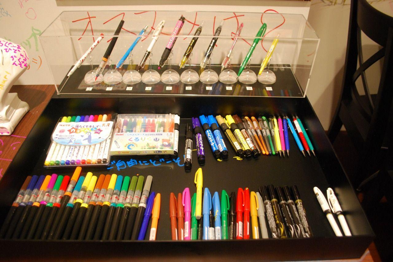 どのペンでらくがきしよう?ワクワクが止まらない!!